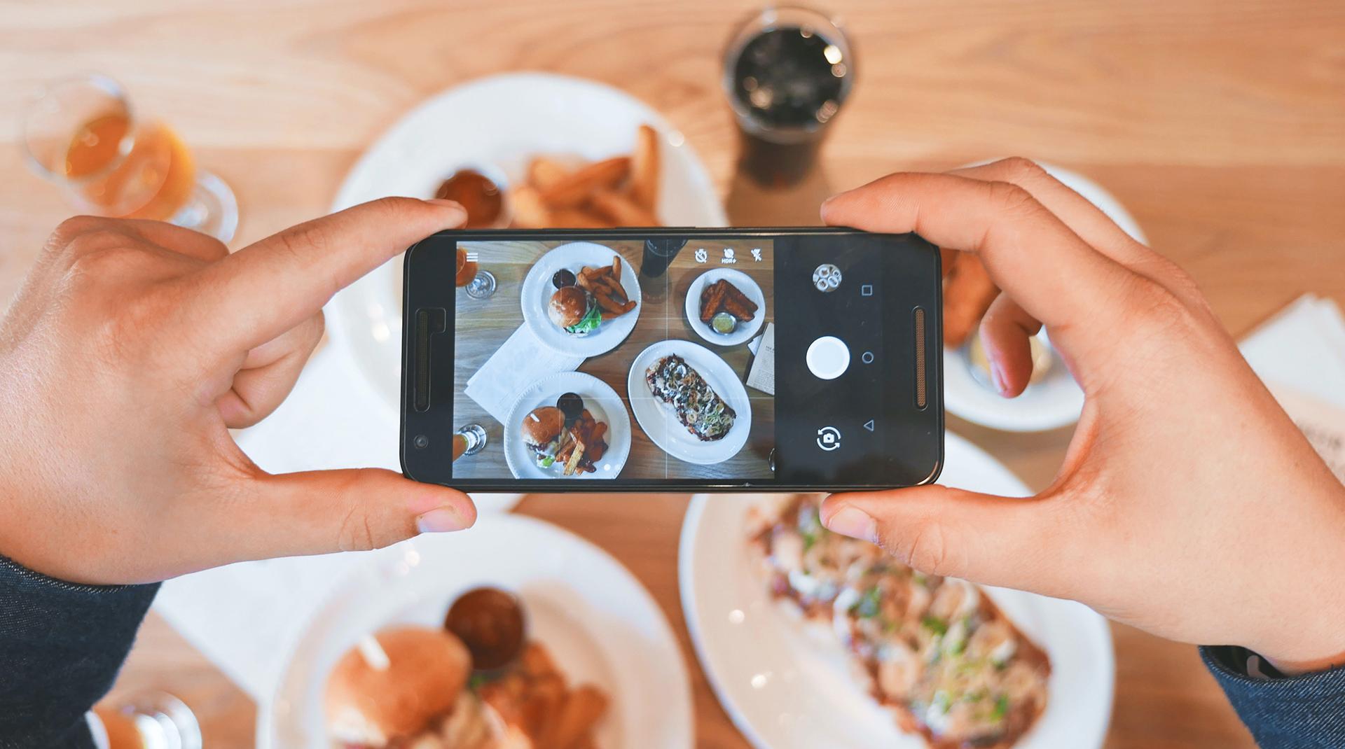 Сторисмейкер: кто это и чем он может помочь бизнесу в Instagram
