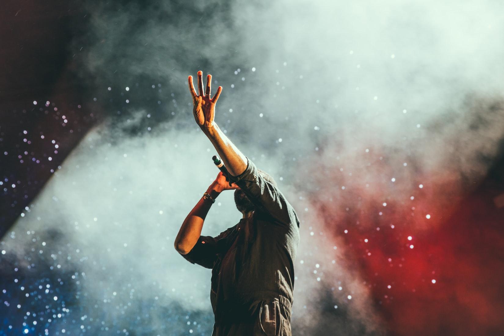 «Нам остается только молиться»: откровенное интервью с артистами и музыкантами, которые остались без работы