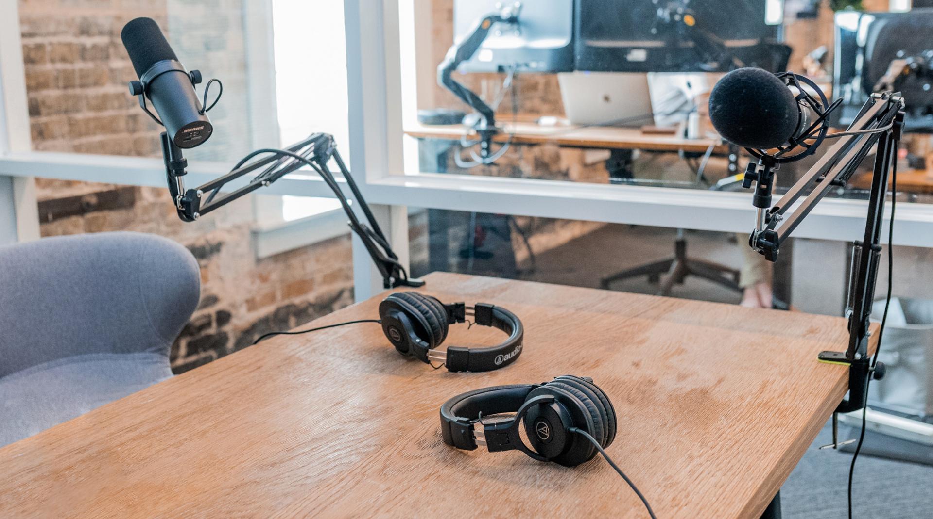 Почему бизнесу нужны прямые эфиры? 5 инструментов лайвстриминга