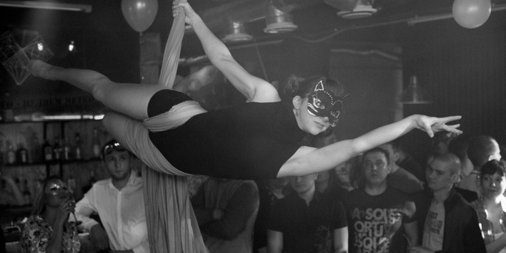 Воздушная гимнастика и акробатика на пилоне: как я сделала переворот в танцевальном мире небольшого города