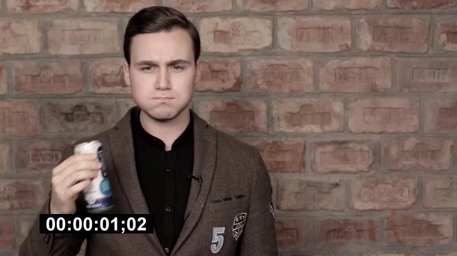 С таким выражением лица пьют «крутейшие» напитки