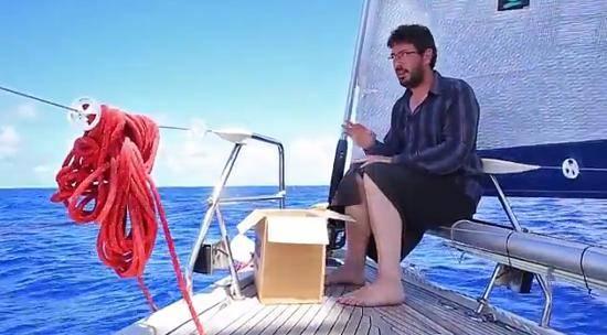 Артемий Лебедев убеждает, что выбрасывать мусор в океан – совершенно естественно