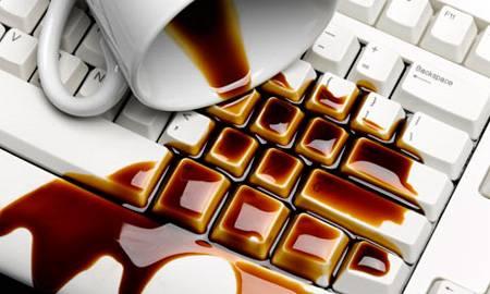 Если ваш коллег разлил кофе на клавиатуру, хороший сюжет для поста в Instagram у вас в кармане