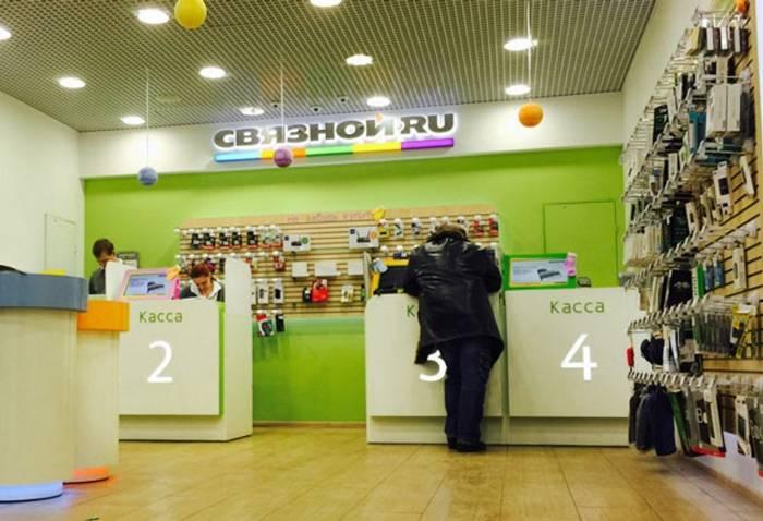 Такой, как все: «Связной» обслуживает клиентов в офисе. Фото с сайта Lenta.ru