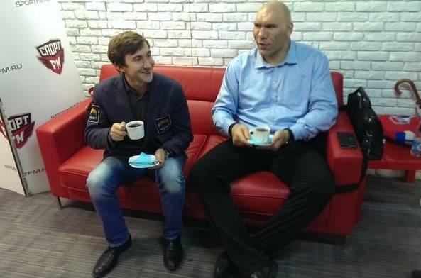 Сергей Карякин и Николай Валуев. Фото с сайта ruchess.ru