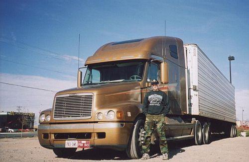 Михаил полтора года работал дальнобойщиком в США