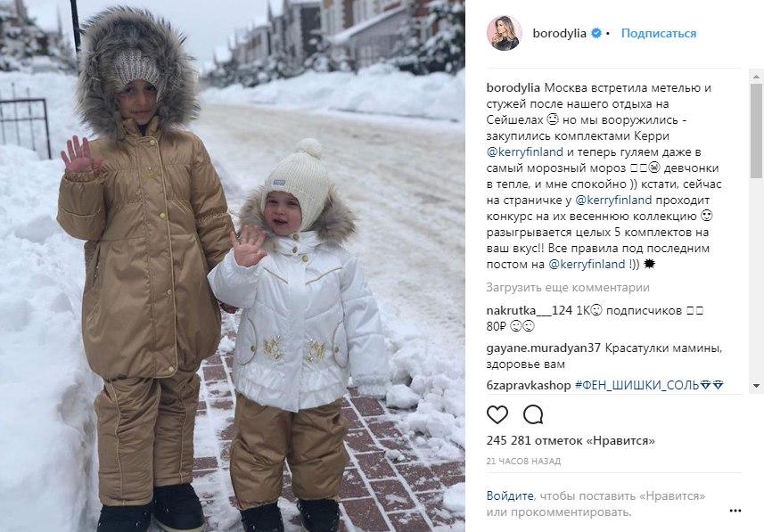 Ксения рекламирует бренд детской одежды и делится своими новостями