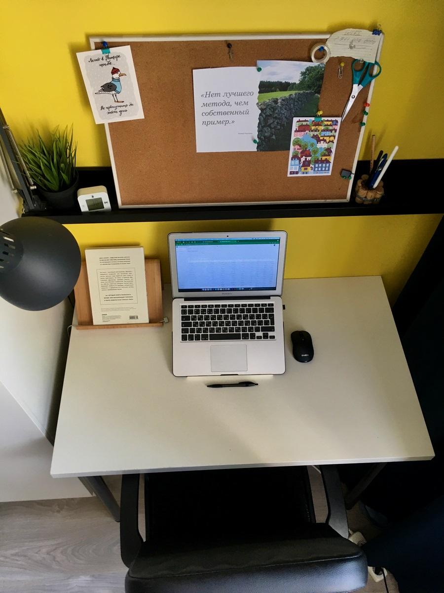 Сотрудники компании AMG нашли выход и обустроили свои рабочие места. А работникам Osnova место за ноутбуком иногда приходится отвоевывать у кота.